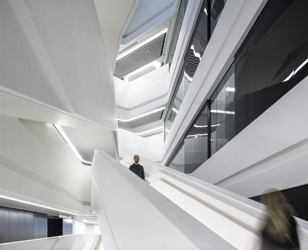 Zaha Hadids Twisting Tower: JCIT, Hong Kong