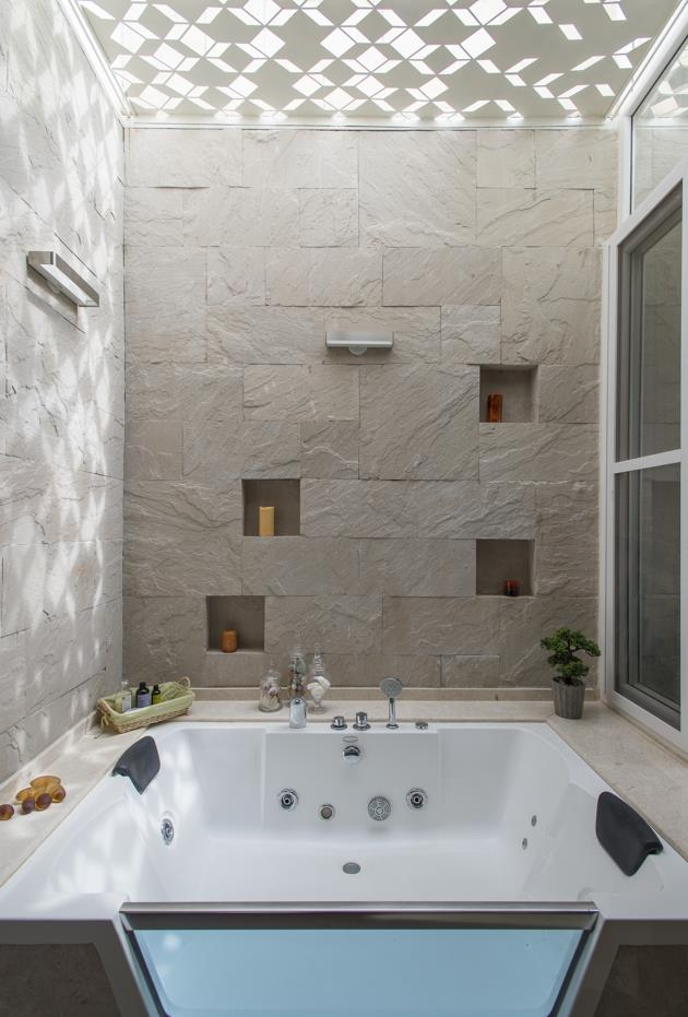 The house of lines and courts by studioxs california for Bathroom designs bangalore