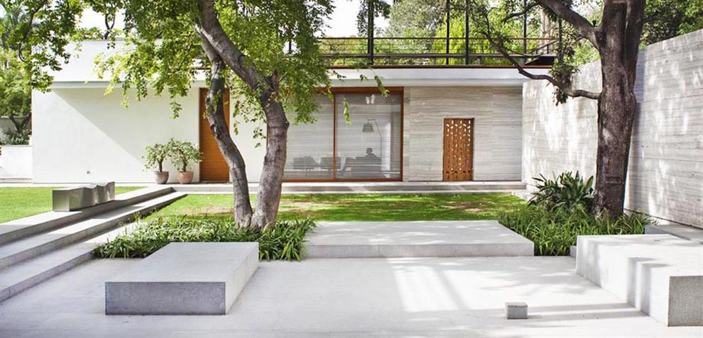 tierra design with bedmar shi architects minimalist landscape design for private residence new delhi - Minimalist Landscape Architecture