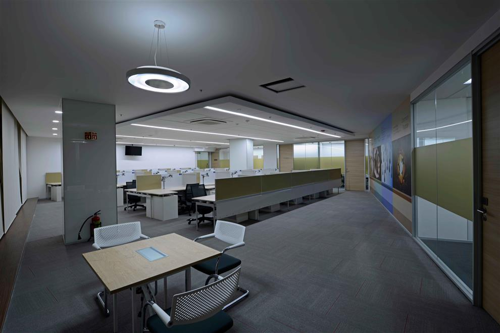 Banking mnc office phase i pune work area ceiling for Work out floor area