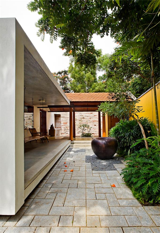 House 1058 Khosla Associates: Sandeep Khosla & Amaresh Anand Library House