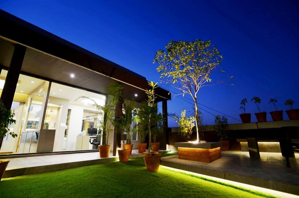 Rajnysh rami studio 7 designs office terrace garden for Office garden design