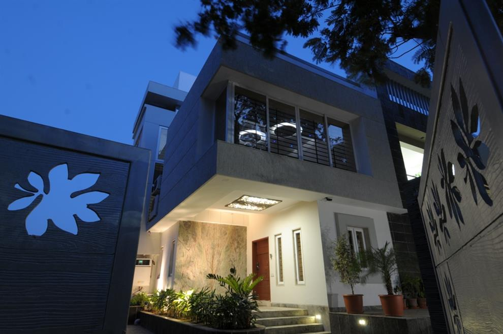 Archana Amp Amit Shah A Plush Living Entrance Of The House