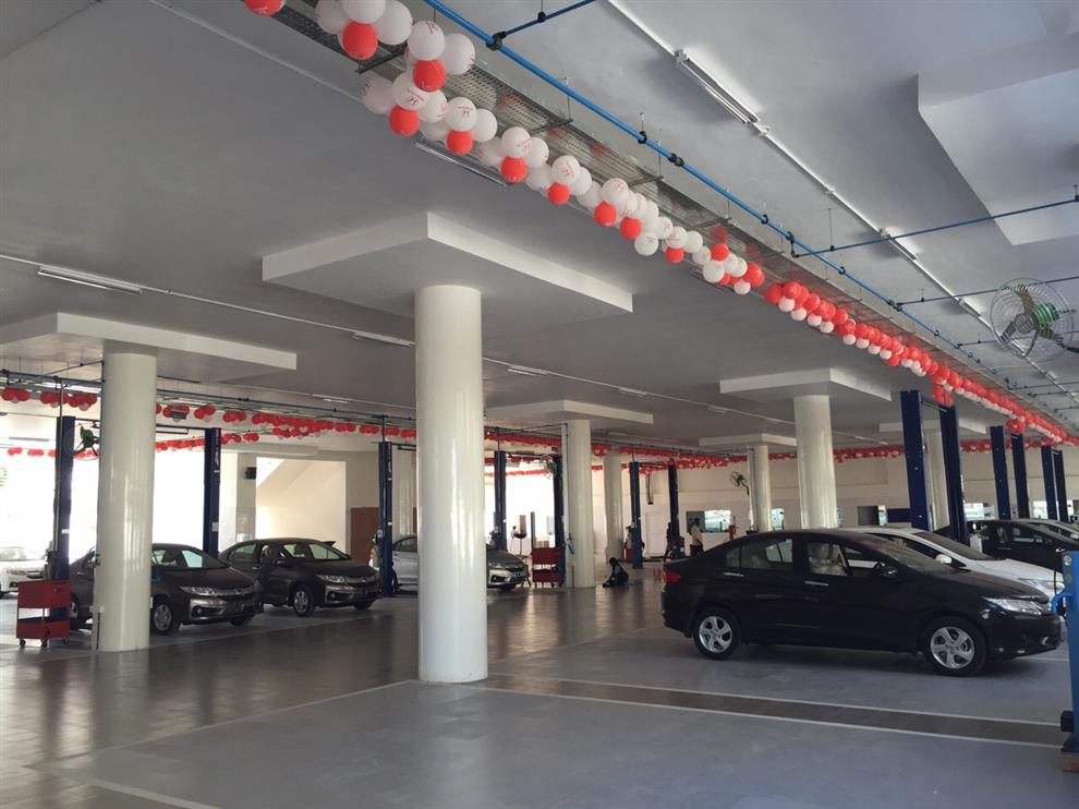 Varsha Jain HONDA CAR SHOWROOM