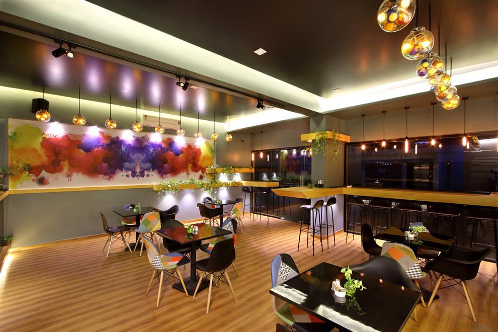 Mini Food Court